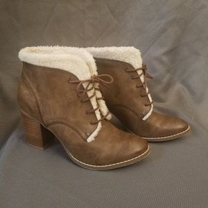 RESTRICTED brown boots heels size 8